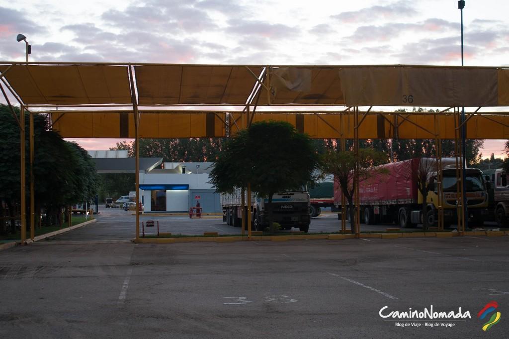 Station-service, hors de Mendoza