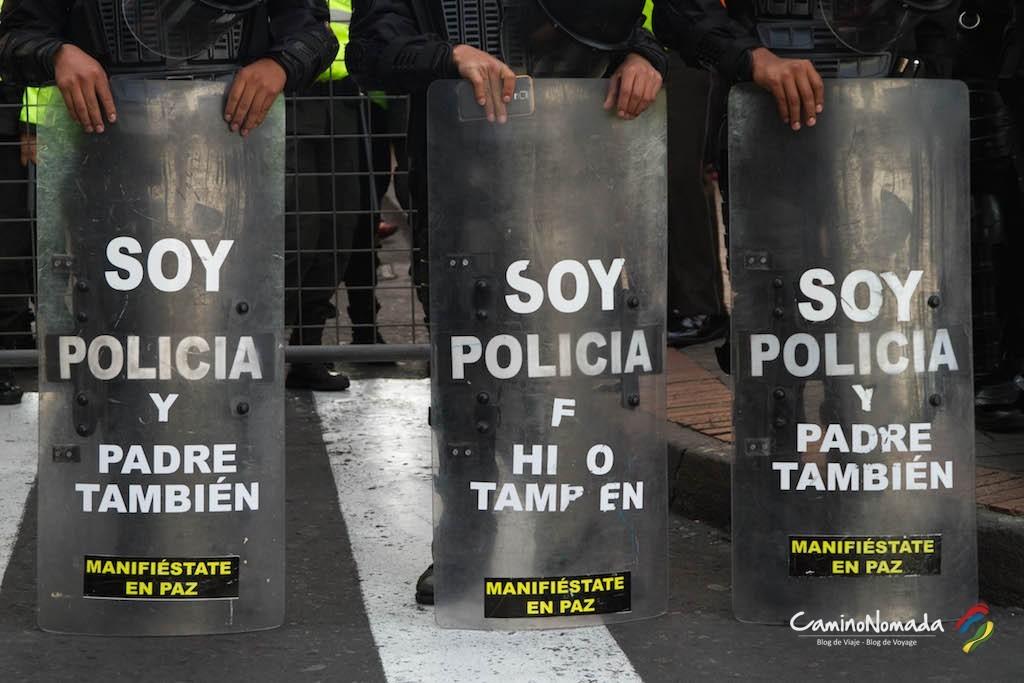 Quito-policia-escudos
