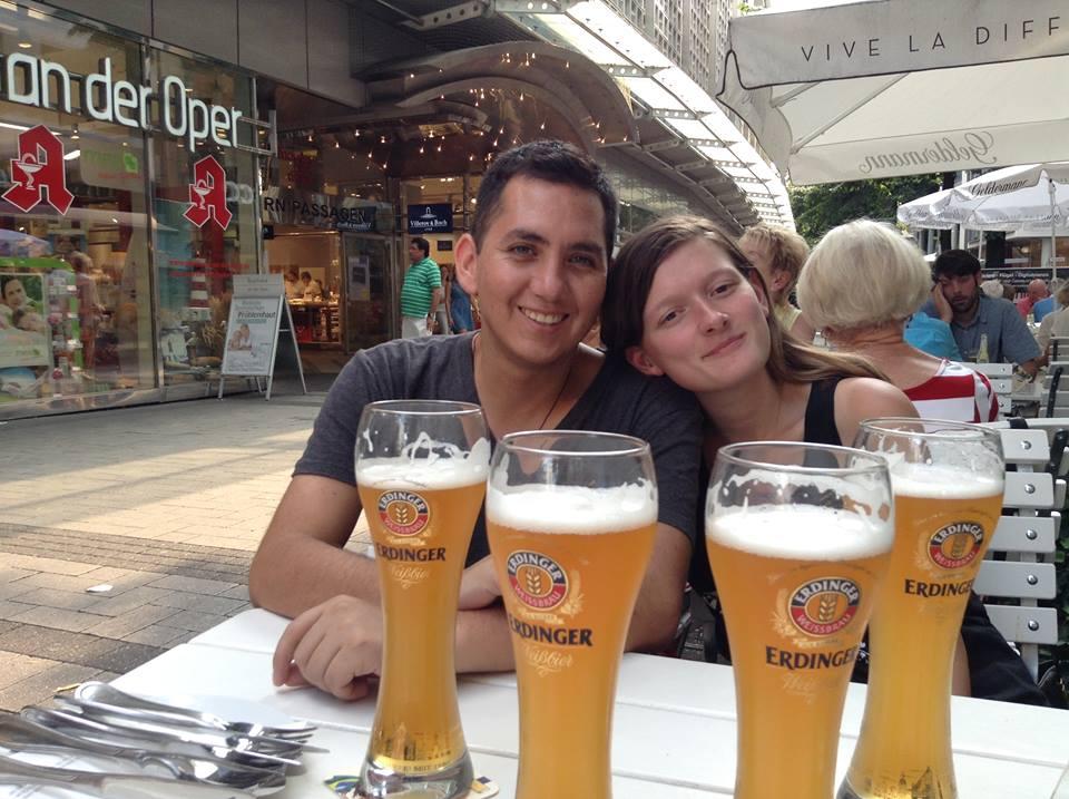pareja-mochilero-alemania